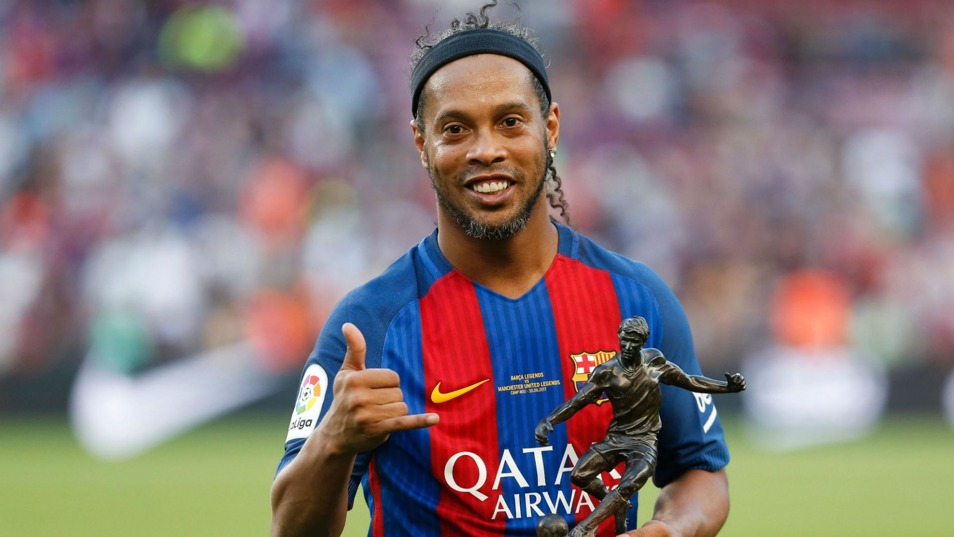 Ronaldinho pictured drinking and signing autographs in Paraguay jail