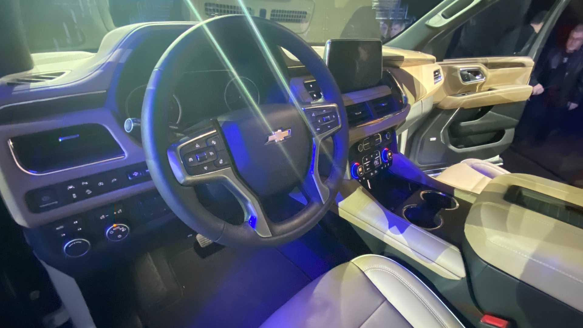 2021 suburban interior