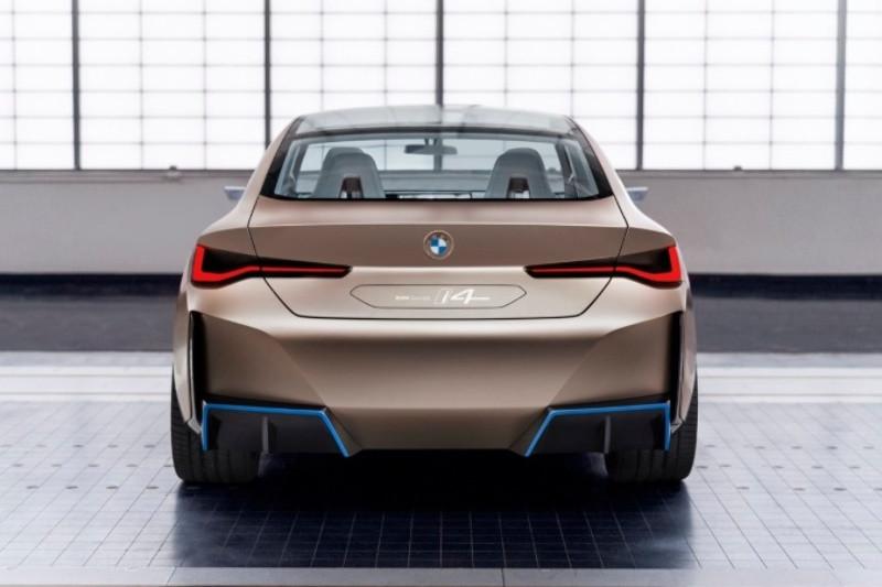 BMW i4 back