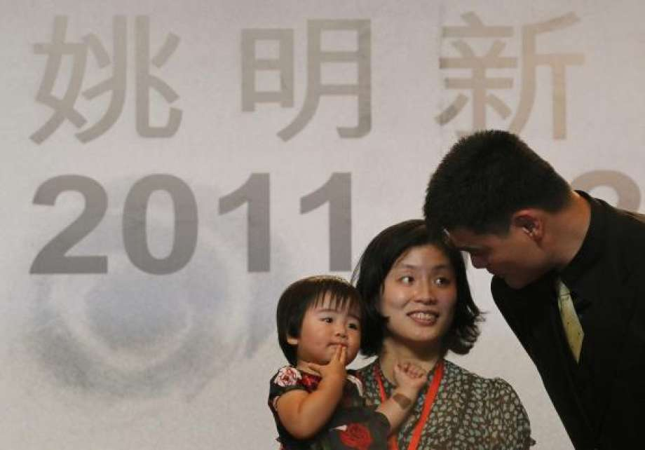 Yao Ming with his wife(Ye Li) and daughter(Yao Qinlei) at a Press Conference.