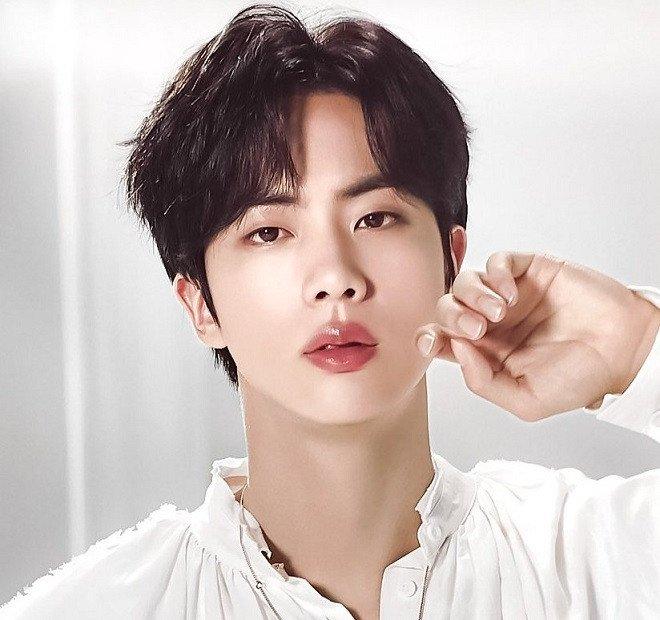 JIN (BTS) CR:SOOMPI