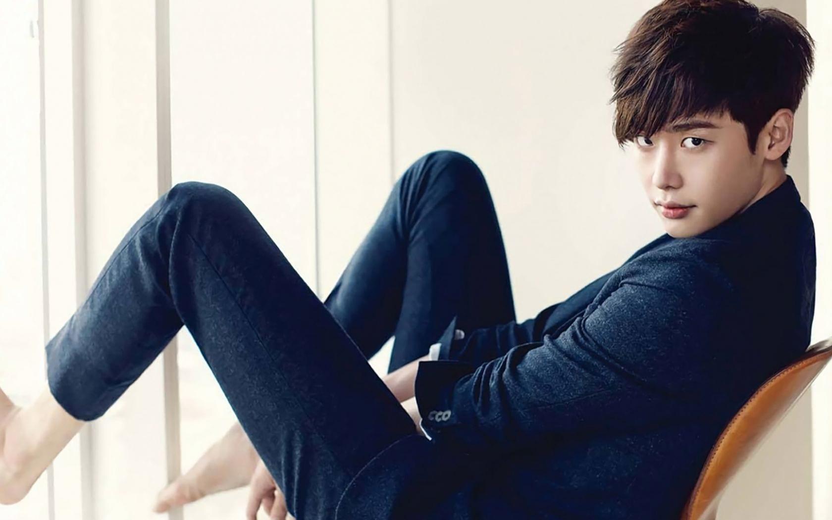 Who Is Lee Jong Suk?