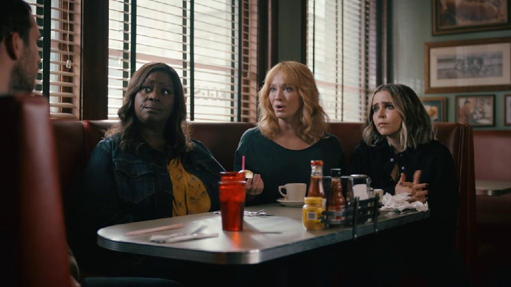 Good Girls S04E04 Beth meets the assassin recruiter