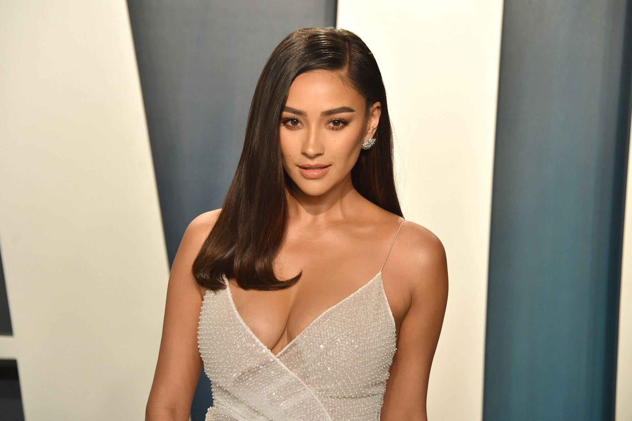 Who is Shay Mitchell dating?