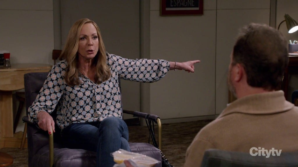 Bonnie Becomes The Therapist For The Day In Mom S08E17