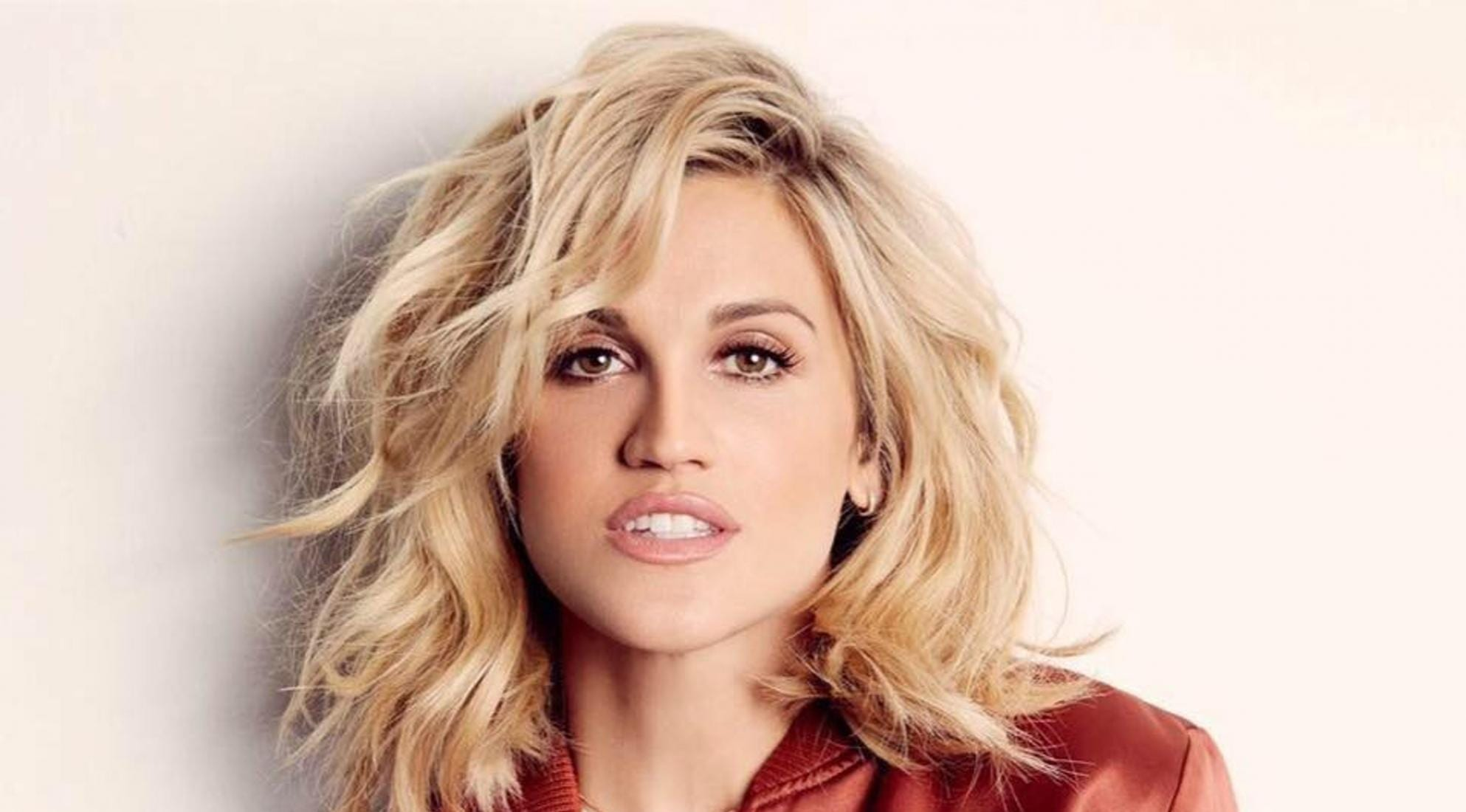 Who is Ashley Roberts daitng?