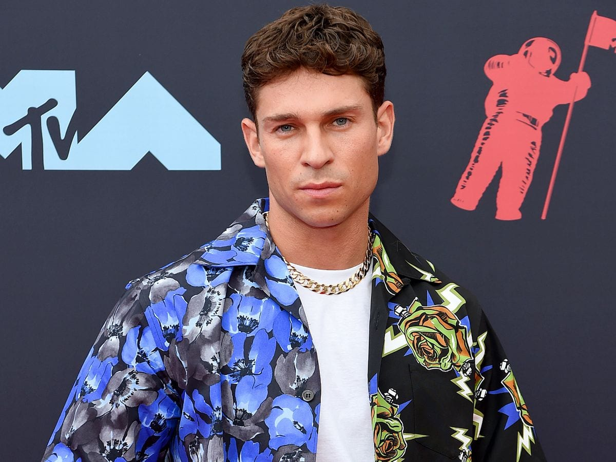 Who is Joey Essex dating?