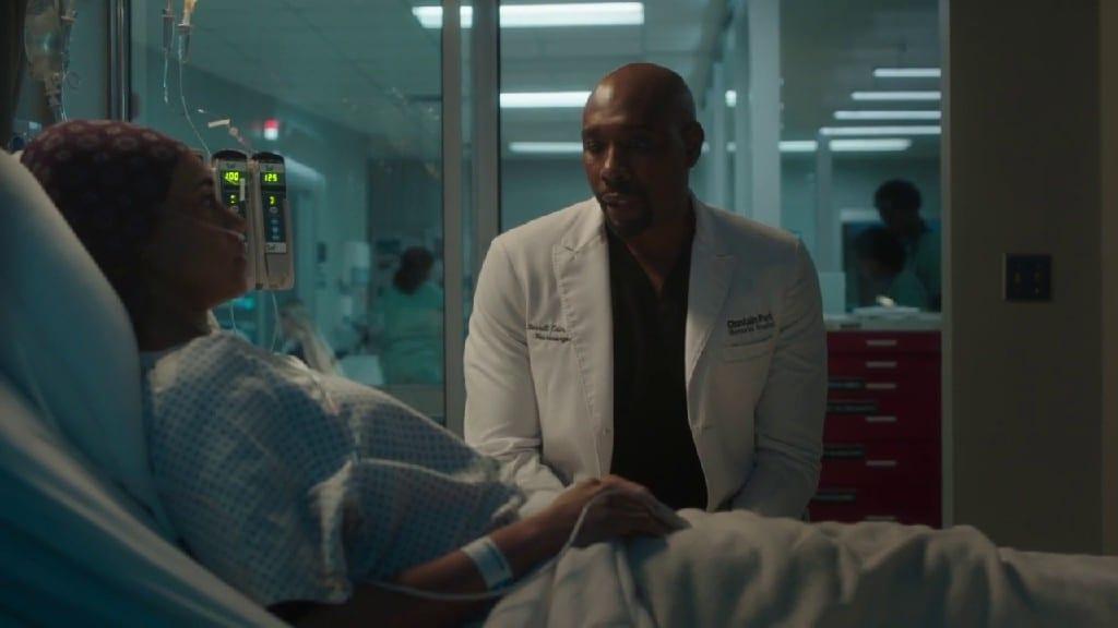 Barrett comforts Rose in The Resident S04E12
