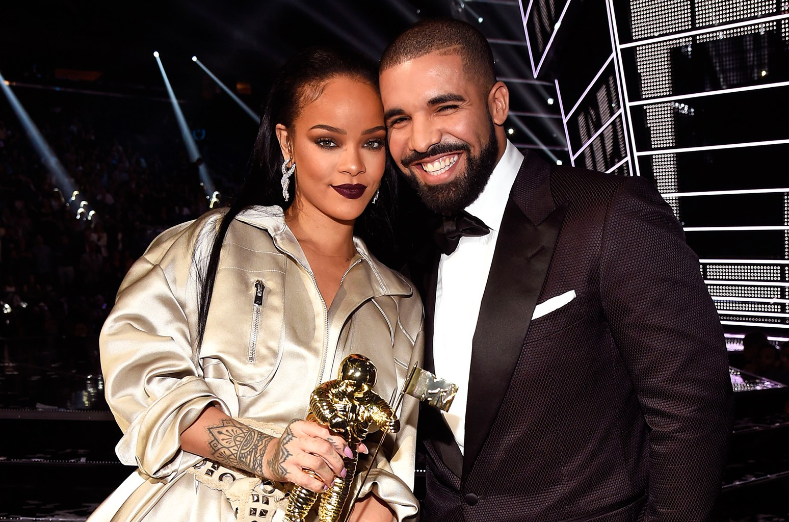 Drake updates on his relationship