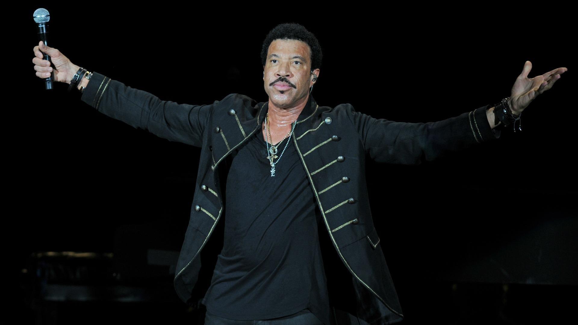 Lionel Richie Net Worth- The Legendary 70s Superstar.