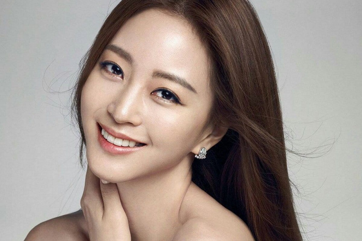 Han Ye Seul opens about rumors involving Teddy, Blackpink's Jennie, Burning Sun, and more