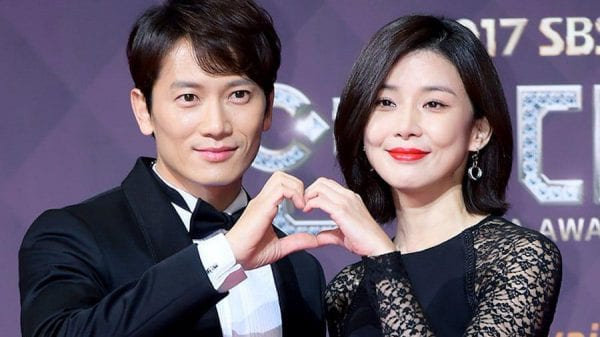 Actor Ji Sung sent food truck for Lee Bo Young On the Set of Mine