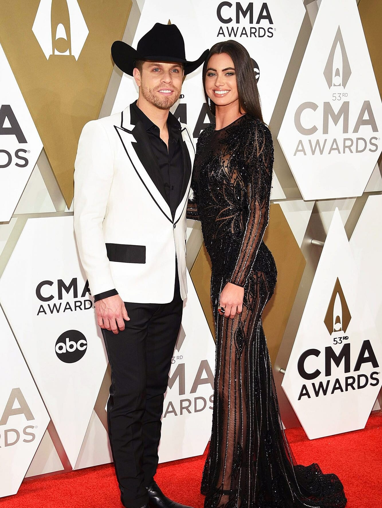 Who is Dustin Lynch Dating?