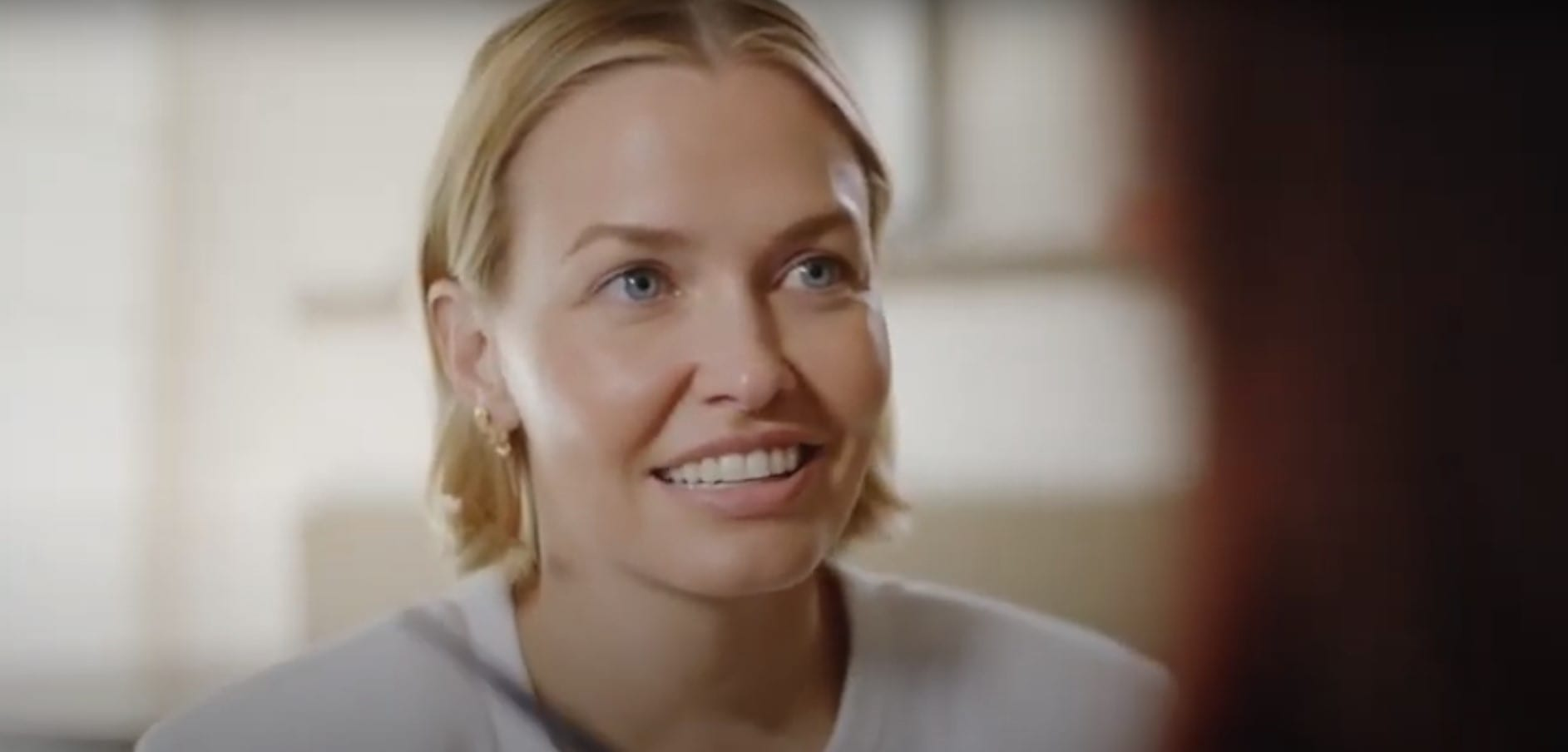 Who is Lara Worthington dating in 2021?