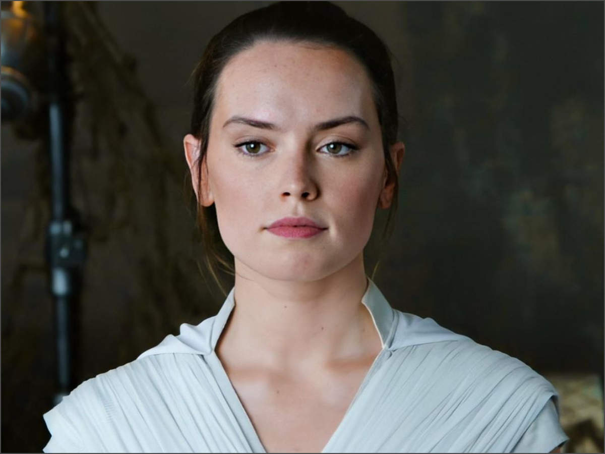 Daisy Ridley Dating: Star Wars Actress Relationship