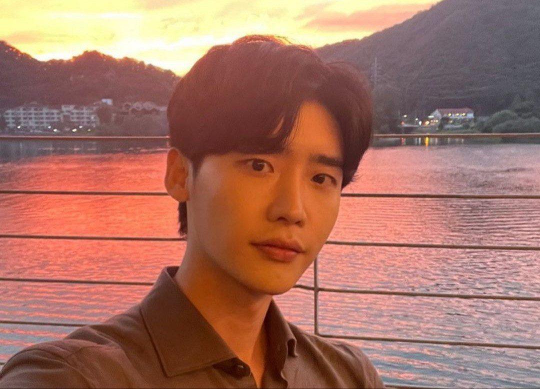 When is Lee Jong-Suk's birthday?