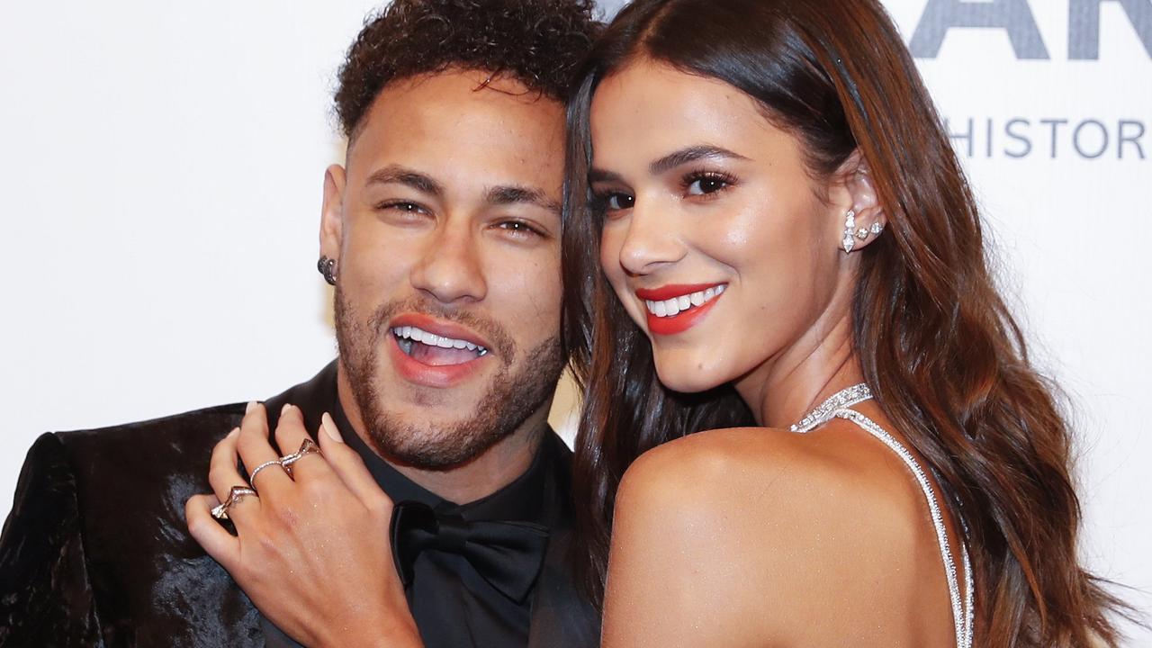 Who is Bruna Marquezine's boyfriend in 2021?